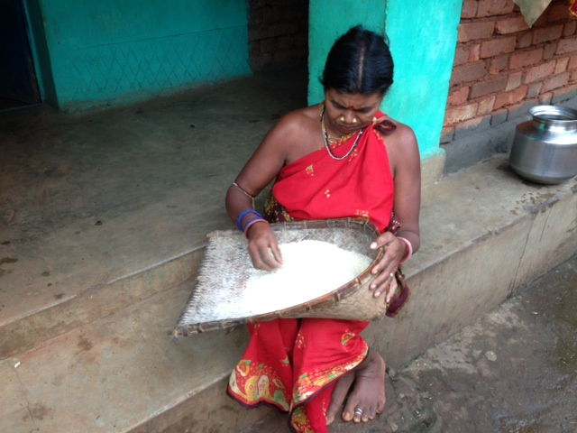 women cleaning rice